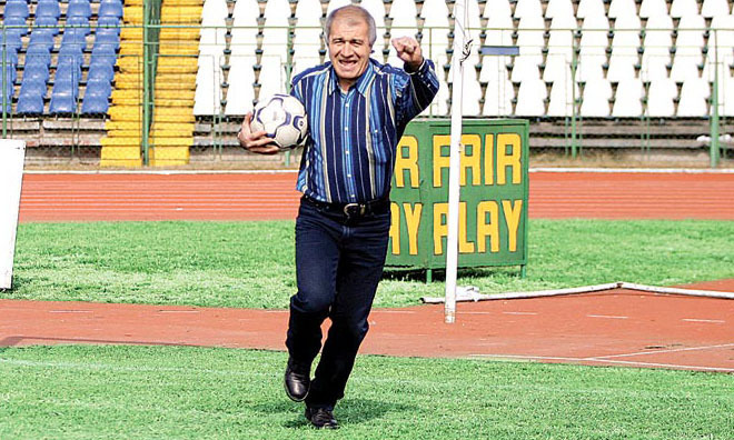 VIDEO | Numele lui Negrilă, terfelit în Italia de tatăl lui Jackie Nicolae, fost jucător la echipa lui Mititelu | REACŢIA fostului fundaş al Craiovei
