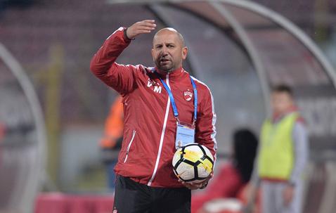 """Miriuţă trage semnalul de alarmă la Dinamo. """"Fiecare meci este ca o finală! Mai avem 7"""". Antrenorul dinamovist, supărat pe Nemec: """"Când ai atâtea ocazii uriaşe n-ai voie să nu marchezi"""""""