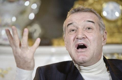 """Becali s-a enervat după ce FCSB a pierdut cu Poli Iaşi! Dică a fost criticat: """"Cum să lauzi echipa? Îi cer să facă schimbări în minutul 20"""". Trei jucători au fost făcuţi praf: """"Afară!"""""""