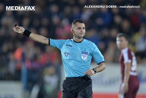 Iulian Călin arbitrează meciul CS Universitatea Craiova - Juventus Bucureşti