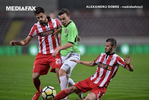 Cine sunteţi? Dinamo e în groapă: şi la propriu, şi la figurat. Cronica partidei la finele căreia Dan Petrescu e din nou lider. Dinamo - CFR 0-2