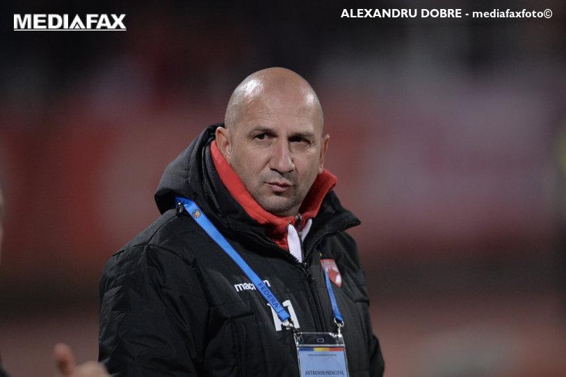 """Miriuţă i-a bătut obrazul lui Niculescu: """"E lipsă de respect faţă de antrenorul lui Dinamo"""""""