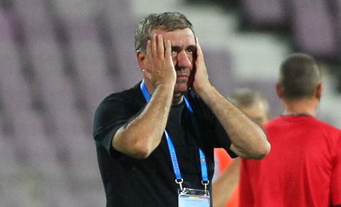 """""""Antrenorul e un nimeni în România!"""" Hagi a erupt la conferinţa de presă: """"Numele meu deranjează!"""""""