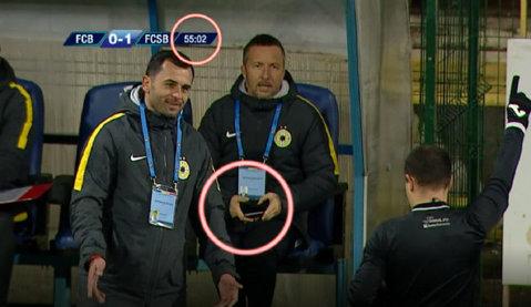 FOTO | Becali sau Dică, cine a făcut schimbarea? Moment interpretabil în timpul meciului FC Botoşani - FCSB. Ce au surprins camerele