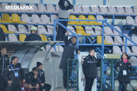 """Niculescu s-a dezlănţuit la finalul partidei: """"A fost viciere de rezultat! E rea intenţie. N-am jignit pe nimeni, am fost eliminat pentru că am intrat un metru în teren"""". Antrenorul a rămas fără cuvinte după discuţia cu Bîrsan"""