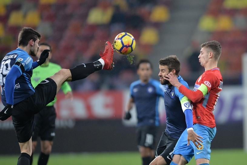 """EXCLUSIV   """"Nu m-ar mira ca Becali să spună că vrea 4-5 jucători cu o zi înainte de meci"""". Săgeţi către patronul FCSB înainte de primul derby din play-off"""