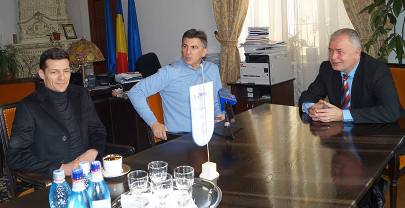 """EXCLUSIV   Primul club din Liga 1 care îi spune """"pas"""" lui Lupescu? """"Avem o colaborare civilizată cu FRF şi nu vrem să schimbăm modul de lucru"""". Comparaţia dintre Burleanu şi fostul internaţional"""