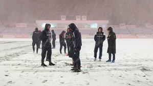 LIVE TEXT | Meciul FC Botoşani - Dinamo, amânat! În Moldova ninge ca-n poveşti. Toate evenimentele petrecute | GALERIE FOTO