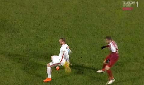 Haţegan, faza şi problema! FOTO | Clujenii au avut motive să mai ceară un penalty, centralul din Arad n-a văzut henţul lui Alibec înainte să-l elimine pe Peteleu