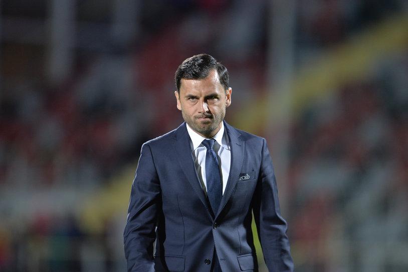 """Nu l-a mai schimbat din motive tactice! Dică a dezvăluit de ce l-a lăsat pe Budescu la cabine şi reacţia vedetei: """"Am vorbit cu el"""". De ce l-a luat în lot pe """"intrusul"""" Larie"""