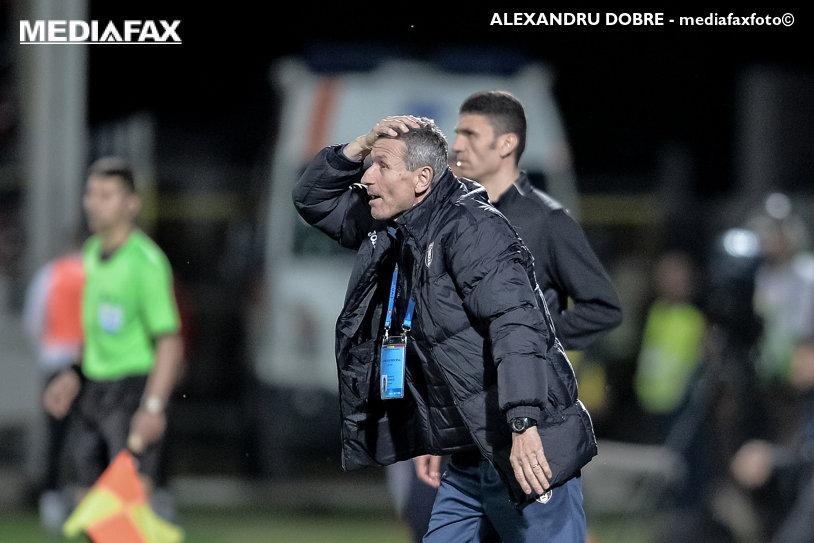 """""""Am participat la spectacol"""". Mulţescu a tras concluziile după înfrângerea categorică suferită în faţa FCSB-ului: """"Lotul e la limită, de abia pot aduna 18 jucători!"""""""