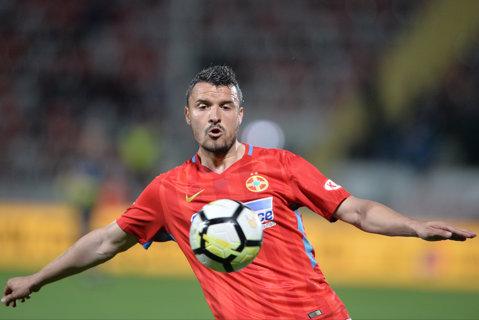 """Budescu, gest de campion înainte să fie schimbat la pauză: """"A venit la mine şi mi-a spus treaba asta"""". Mijlocaşul ofensiv, colegul perfect"""