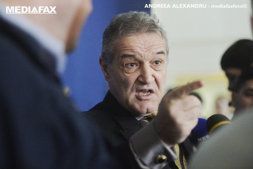"""Becali şi-a schimbat drastic discursul după victoria de la Craiova: """"Aşa se joacă fotbalul dacă vrei să fii campion! Şansele sunt 55% - 45%"""". I-a iertat păcatele lui Dică: """"A demonstrat că nu e fricos"""""""
