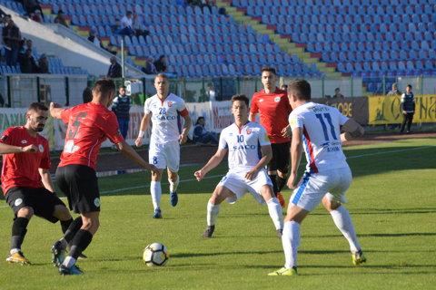 FC Botoşani - Concordia Chiajna 0-1. Ilfovenii au jucat în inferioritate din minutul 15, dar s-au impus graţie golului marcat de Batin. Suporterii moldoveni i-au cerut demisia lui Enache după eşecul surprinzător