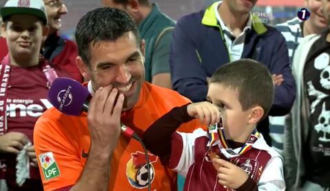 """Culio a apărut la interviu alături de fiul său şi a avut replica serii: """"Pentru cine e mesajul ăsta? / Pentru Gigi Becali!"""""""