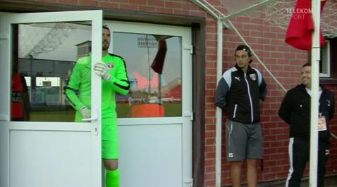 A plecat spre vestiare în timpul meciului dintr-un motiv....greu de ghicit! VIDEO | Mihai Mincă şi unul dintre cele mai ciudate momente ale sezonului în Liga 1