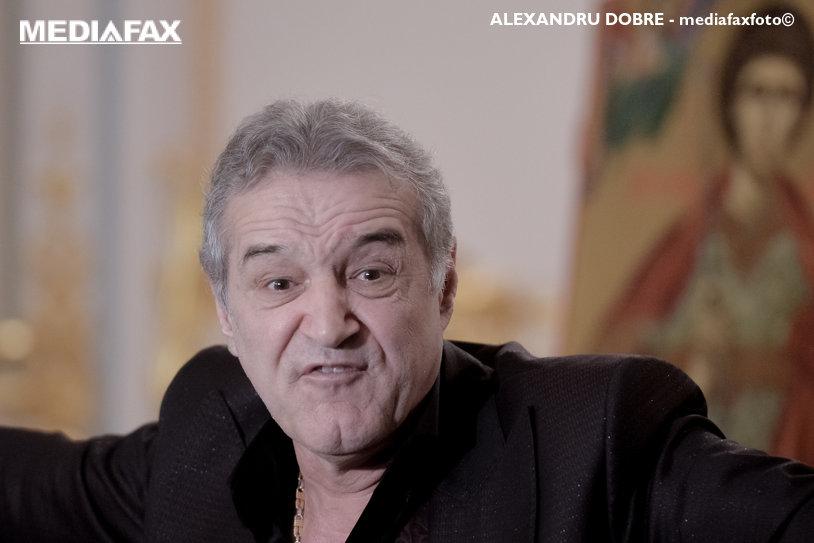 """Becali a anunţat o nouă lovitură în direct la TV: """"A semnat pe 6 luni, cu prelungire automată dacă ne calificăm în grupe"""". Alţi doi atacanţi sunt în stand-by"""