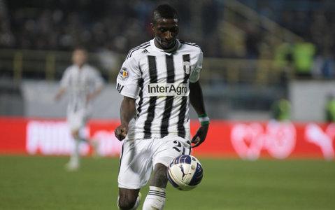 Fratele geamăn al lui Kehinde Fatai dă probe la o echipă din Liga 2. Mijlocaşul nu e la prima experienţă în România