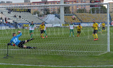 """Show cu Ţălnar după meciul cu Foresta! Antrenorul spune că arbitrul i-a recunoscut că a fost penalty la Masella. """"Păi, măi, băiatule, dacă sunt şapte penaltiuri, dai şapte!"""""""