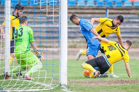 """Caz hilar la FC Braşov: mijlocaş concediat printr-un mesaj pe WhatsApp! """"E amatorism, chiar nu mă aşteptam la aşa ceva"""""""