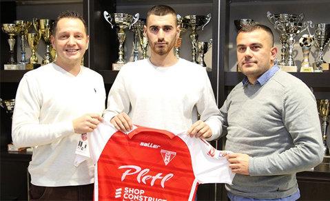 """UTA transferă cu gândul la Liga 1 şi la viitor. Un fundaş macedonean, fost component al naţionalei Under 21, a semnat cu arădenii: """"Îmi doresc să promovăm"""""""