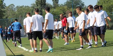 Transferurile întârzie la Pandurii, însă s-a înscris în Liga 2! Echipa antrenată de Ştefan Nanu nu are bani nici pentru un cantonament montan