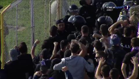 Incidente în Derby-ul Vestului! Fanii arădeni au ieşit din peluză şi s-au îndreptat spre suporterii bănăţeni: un spectator a fost bătut, forţele de ordine au folosit gaze lacrimogene