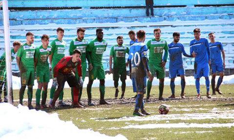 Scene de rasism în această dimineaţă, în Liga 2: a ieşit de pe teren şi a refuzat să mai joace din cauza spectatorilor! Reacţia clubului gazdă
