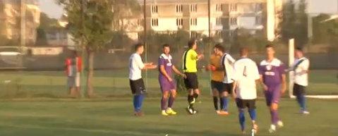 VIDEO   Decizie ciudată în Liga 3 din România. Un jucător a fost eliminat după ce a degajat o minge în afara terenului