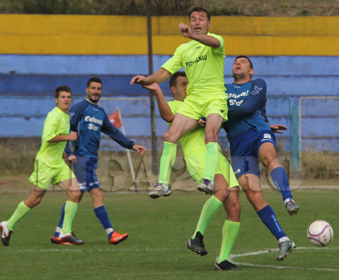 """Protest inedit în Liga 4 Buzău: au ieşit de pe teren la primul gol, după doar 13 minute de joc. """"Băieţii au făcut vărsat de vânt, iar unii dintre ei au băut apă din Râmnic, care era contaminată, şi a dat diareea peste ei"""""""