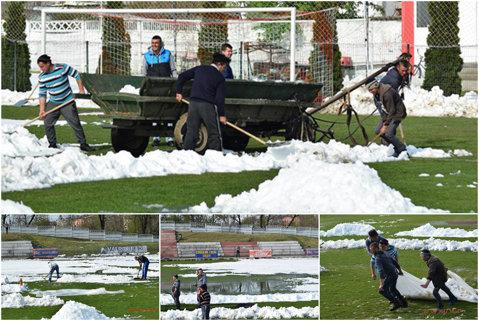 Ca la noi, la nimeni! Metodă inventivă de a scoate zăpada de pe gazon, la Lieşti. Căruţa nu a fost bună şi meciul cu Miroslava a fost amânat 24 de ore, să iasă soarele. Nici la Bacău nu s-a jucat