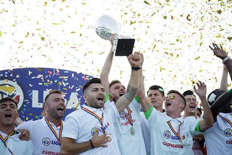 VIDEO | Metaloglobus şi-a primit titlul de campioană şi medaliile pentru cucerirea Seriei a 3-a a Ligii 3. Bucureştenii vor juca în premieră în Liga 2