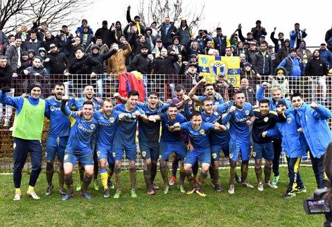 """""""Lupii"""" iernează pe primul loc în Liga 3. Petrolul s-a înnămoli pe Inter Gaz într-o victorie ce a făcut-o campioană de toamnă"""