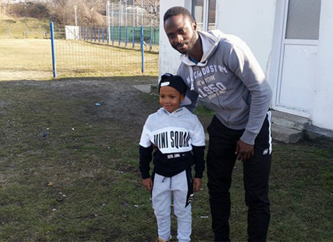 Florin Costea şi Gueye Mansour, adversari într-un amical desfăşurat la Călimăneşti. Doar senegalezul a marcat