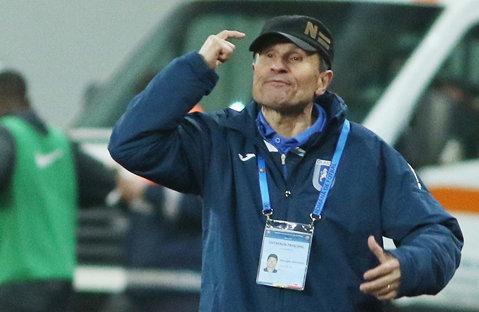 """Fotbalistul care i-a """"îngropat"""" meciul lui Mulţescu a fost luat la ţintă: """"E împotriva oricărei logici"""". Reacţia tehnicianului după ce i s-a cerut demisia"""
