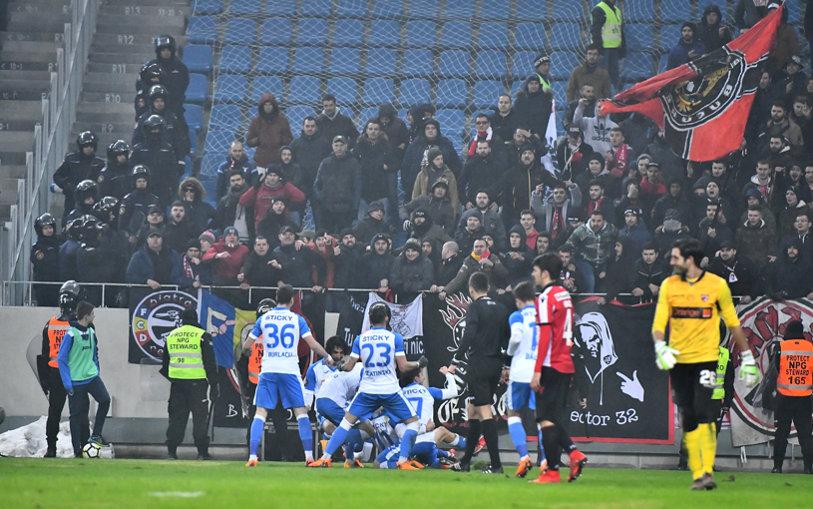 """""""E momentul! Nu are voie să scape măcar unul!"""". Antrenorul care s-a bucurat de victoria Craiovei cu Dinamo spune că CS U poate lua trofeele puse în joc în 2018"""