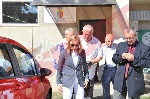 FOTO | Ministrul Tineretului şi Sportului, ţinut la uşă. Gabriela Szabo nu a fost lăsată să intre în Sala Polivalentă din Cluj
