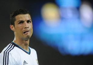 Cristiano Ronaldo riscă să piardă 7.5 milioane de euro dacă nu îşi retrage de pe piaţă linia de încălţăminte sport CR7