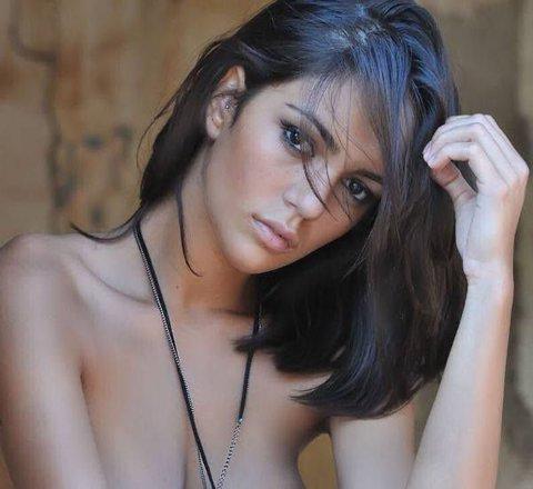 Andreea Simion a pozat sexy pentru o revistă din Italia. FOTO | Fosta gimnastă a renunţat complet la inhibiţii