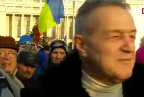 Gigi Becali a ieşit şi el la protestele din Piaţa Victoriei. Ce a declarat patronul FCSB