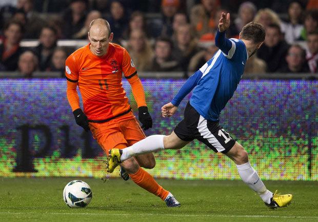 """Robben l-a scos din minţi pe Van Gaal! Mijlocaşul a răspuns cu critici la critici: """"Trebuia să avem mai mult curaj"""" Explicaţie puerilă pentru cartonaşul galben luat cu Estonia"""