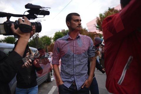Gabi Tamaş a părăsit Secţia de Poliţie, după 10 ore. Fundaşul are interdicţia de a părăsi ţara. VIDEO - Cum s-a dat în spectacol fotbalistul