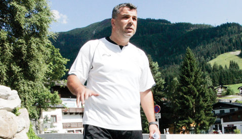 """Burleanu intră prin alunecare la Olăroiu: """"Greşeşte!"""""""