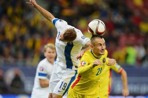 Iertaţi de arbitru! Penalty clar şi eliminare pentru Grigore la 0-1. Faza care putea închide meciul cu Finlanda. Reacţia antrenoruli oaspeţilor