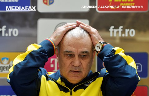 """Iordănescu, ieşire NERVOASĂ la întoarcerea din Turcia: """"Domnişoară, poate doar pe nevasta mea o încurc"""". Ce l-a supărat"""