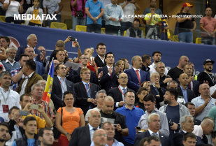 Cine sunt şefii FRF care decid selecţionerul României. Doi consilieri ai lui Băsescu, un proprietar de vulcanizare şi un fost ziarist au în mâini soarta naţionalei