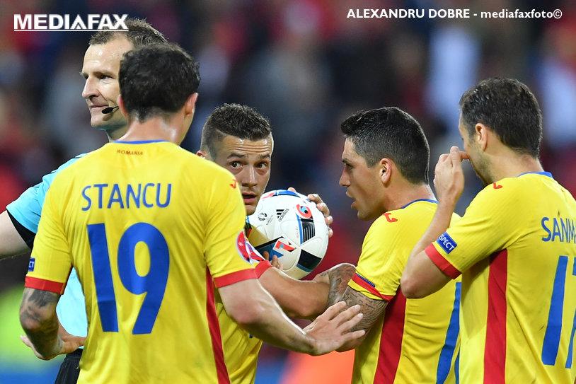 Martin Aktinson va conduce la centru partida România-Danemarca din preliminariile CM 2018! Englezul l-a eliminat pe Chivu într-un din Champions League