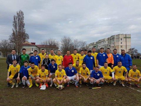 Echipamentul tricolorilor a fost împrumutat unei echipe din Vaslui. Tricourile lui Chiricheş & Co au fost purtate de moldoveni amatori, iubitori ai sportului rege