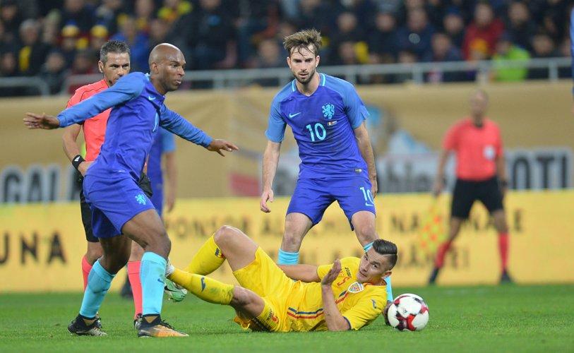 Umiliţi în duelul repetenţilor. Olanda, o altă naţională care vede mondialul la TV, ne învinge cu 3-0 pe teren propriu