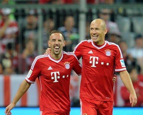 """Guardiola, fără doi dintre """"magicienii"""" săi, contra lui City: Robben are şanse mici să joace, Ribery nu prinde nici măcar lotul. Şi englezii au absenţe de marcă"""